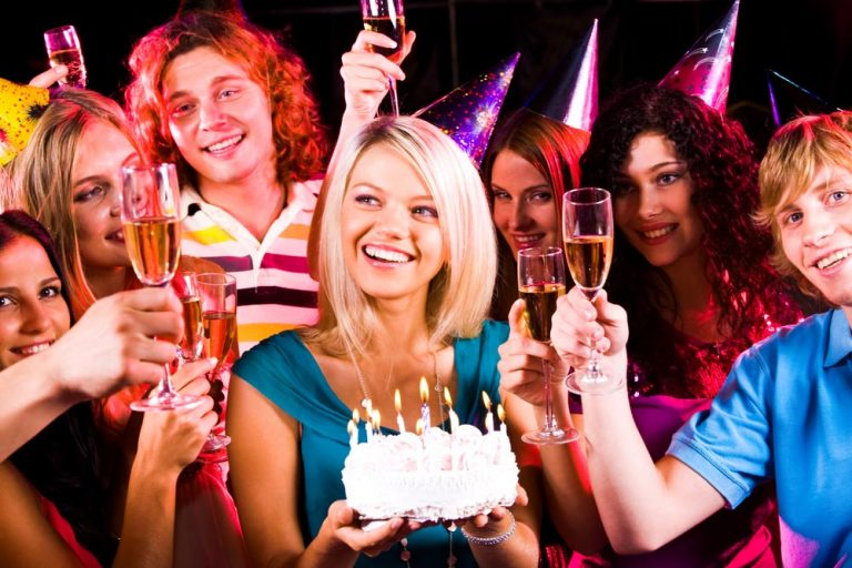 Enjoy Birthday Party with Special arrangements in Proper Bars and Restaurants in Denver